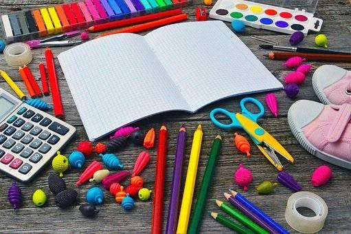 photo contenant du matériel scolaire