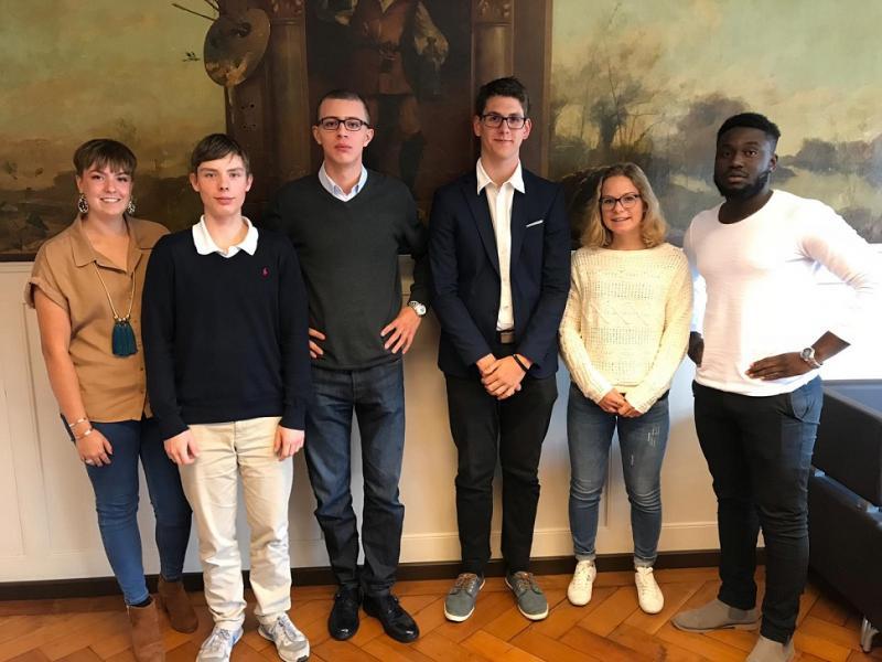 De gauche à droite : Isaline Racca (secrétaire), Alec Hans (trésorier), Raul Müller (président 2019), Timon Gavallet (Vice-prés. francophone), Valeria Winkelmann (Vice-prés. germanophone), Jacques Trésor Osombe (Info-Votations)