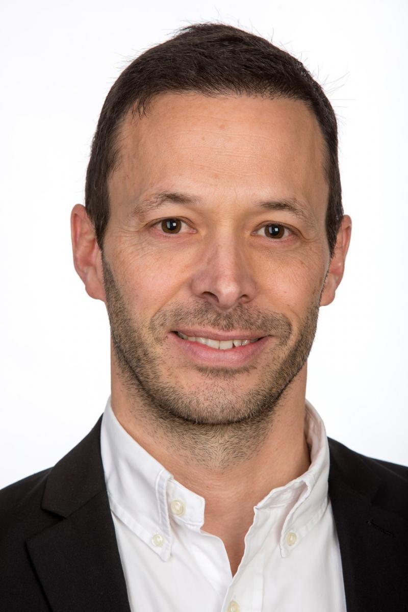 Foto von Pierre Deschenaux. Er wird Schuldirektor der Orientierungsschule des Vivisbachbezirks