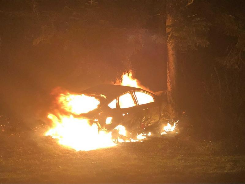 Un véhicule en feu après un accident à St-Martin