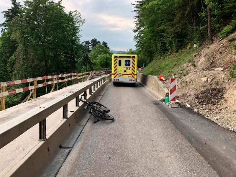 Un cycliste grièvement blessé dans un accident à Broc
