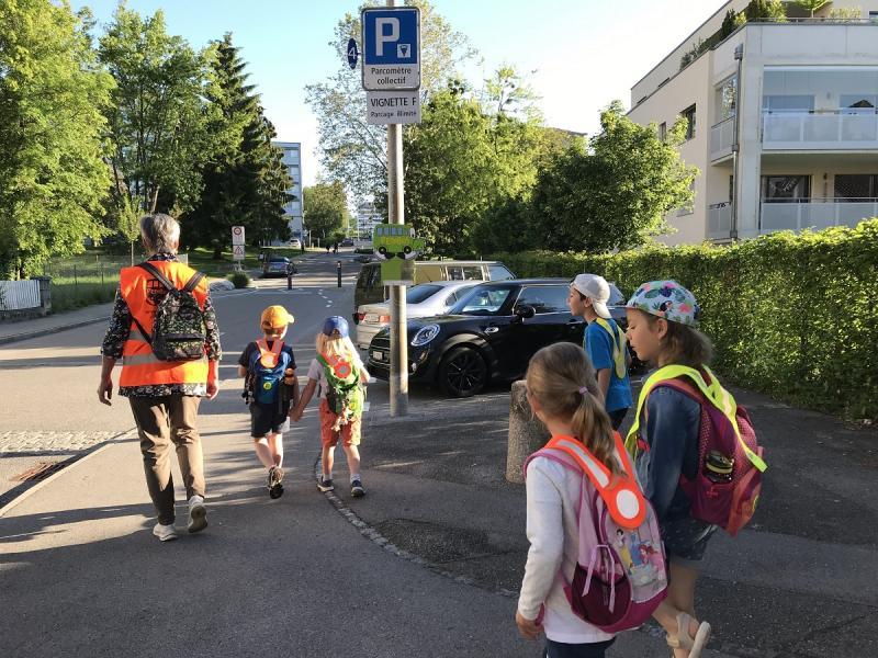 "Erste Generationsübergreifende Pedibus-Linie ""Les Grottes"" - Pedibus-Koordination Freiburg"