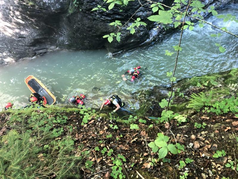 Une personne en difficulté dans les Gorges de la Jogne à Broc