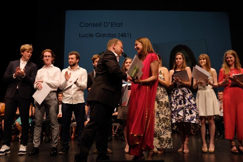 photo de la remise du prix de la meilleures maturités bilingue à Gambach