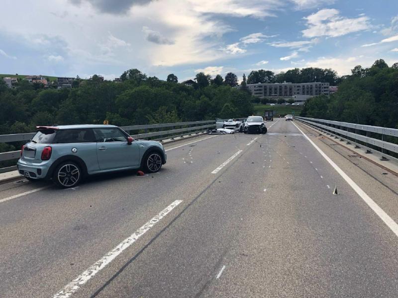 Trois blessés dans un carambolage à Châtel-St-Denis