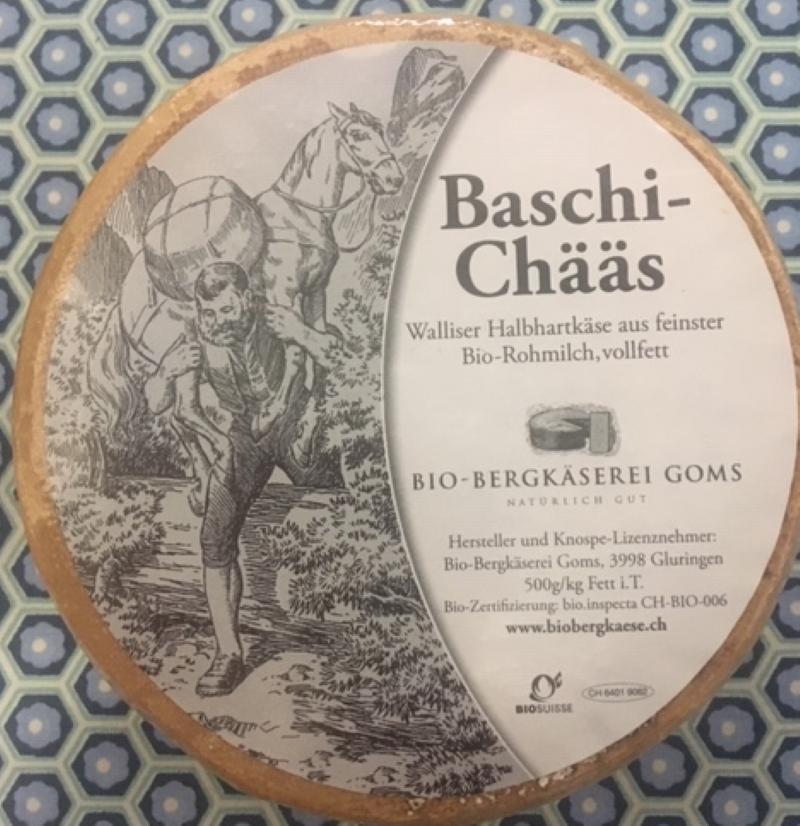 Das Bild zeigt die Verpackung der Käse Baschi-Chääs