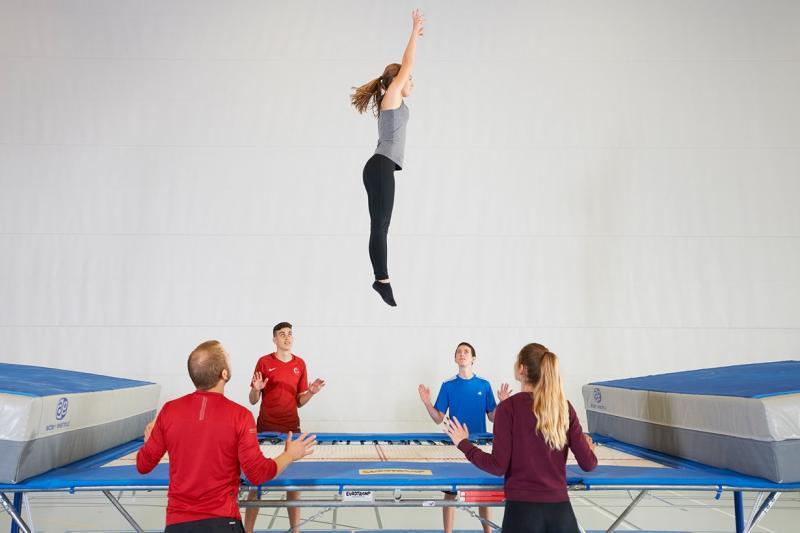 Trampoline et structures de saut