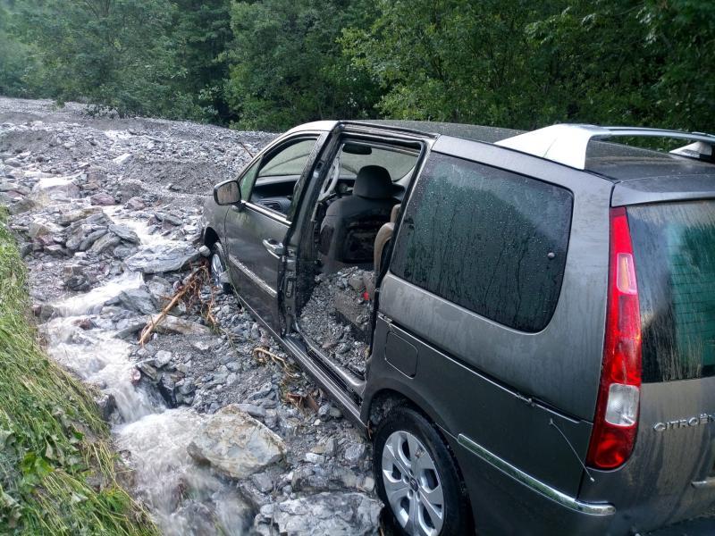 Intempéries à dans le canton, six personnes secourues suite à une lave torrentielle à Jaun / Schlechtes Wetter im Kanton, sechs Menschen aus einer Schlammlawine in Jaun gerettet