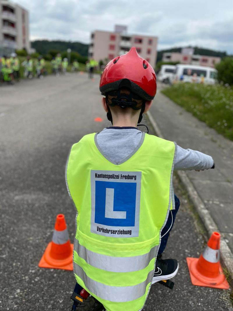 Plus de 800 élèves ont bénéficié de l'action de la Police cantonale / Über 800 Schüler profitierten von der Aktion der Kantonspolizei