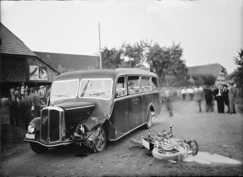 Photographie d'un accident de la route prise par la Police fribourgeoise