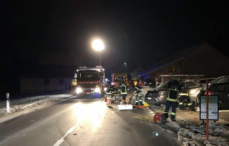 Un dépanneur grièvement blessé lors d'un accident à Sorens – appel à témoin / Ein Pannenhelfer wird bei einem Unfall in Sorens schwer verletzt - Zeugenaufruf