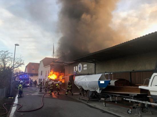 Incendie d'un chantier naval à Praz / Brand einer Schiffswerft in Praz
